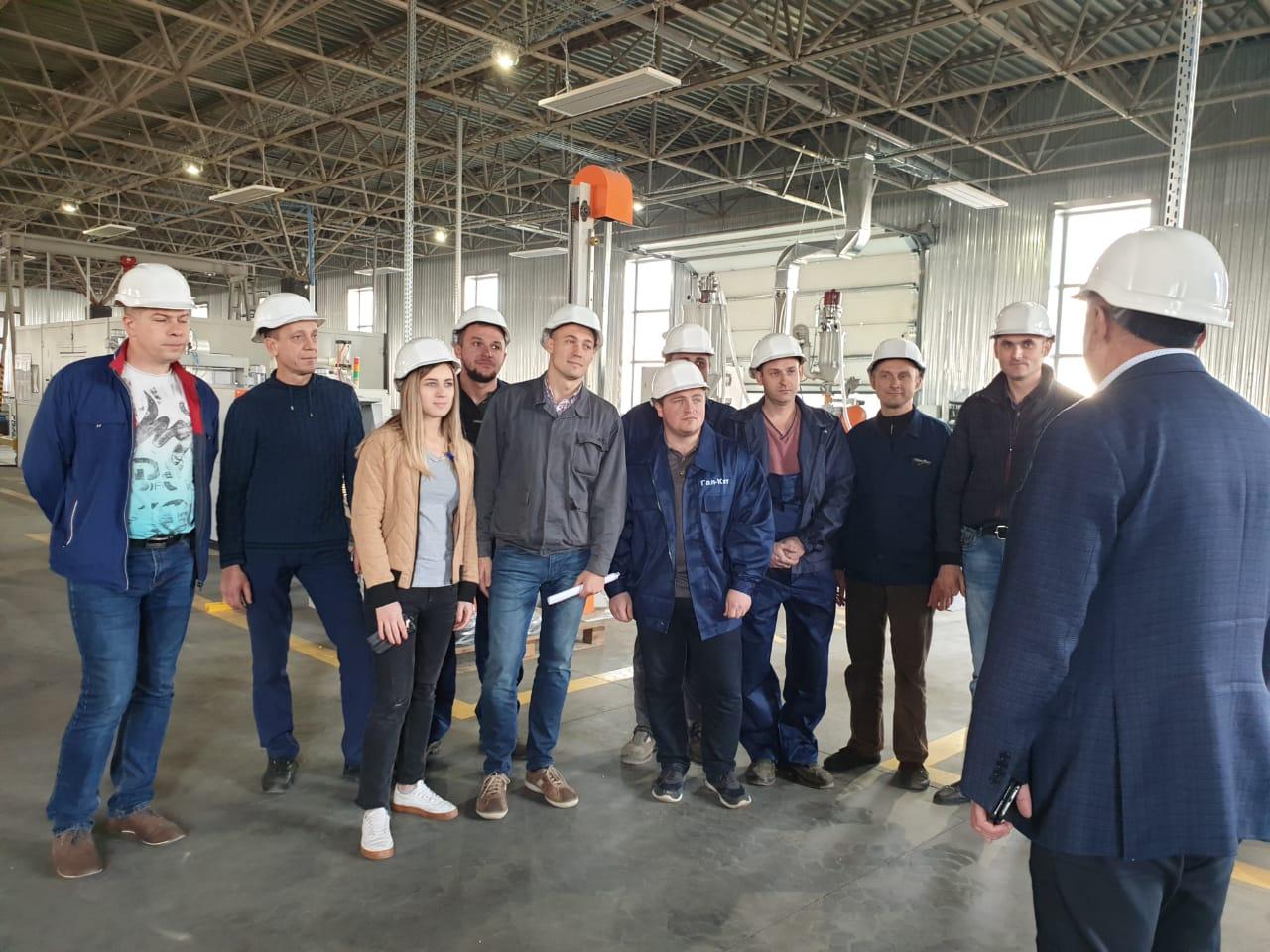 """Керівництво ТзДВ """"Гал-кат"""" привітало працівників цеху"""